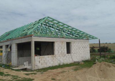 Atypická střecha rodinného domu v Loukovicích
