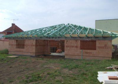 Valbová střecha s nástavnými vazníky