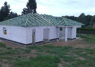Valbová střecha s úložným prostorem v Sazomíně