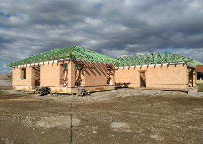 Velká valbová střecha v Kojatíně